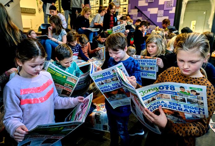 De eerste krant van Jong078 werd donderdag uitgereikt op School Vest.