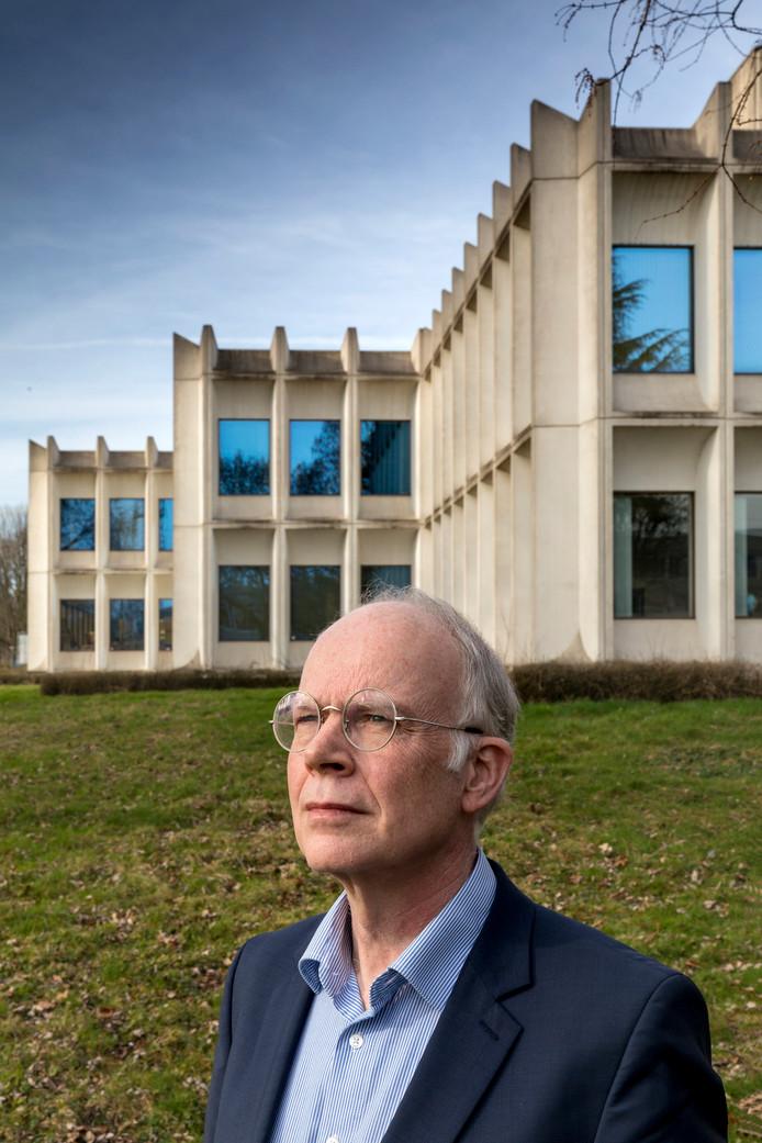 Nederland,  Den Bosch, Oscar Schrover bij het Cementrum getekend door architect Zuidhoek.
