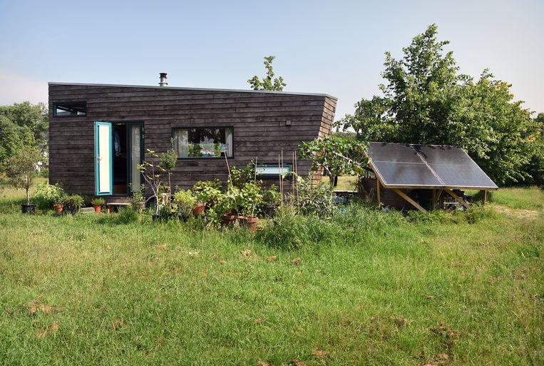 Tiny house bij Rotterdam. Beeld Marcel van den Bergh / de Volkskrant