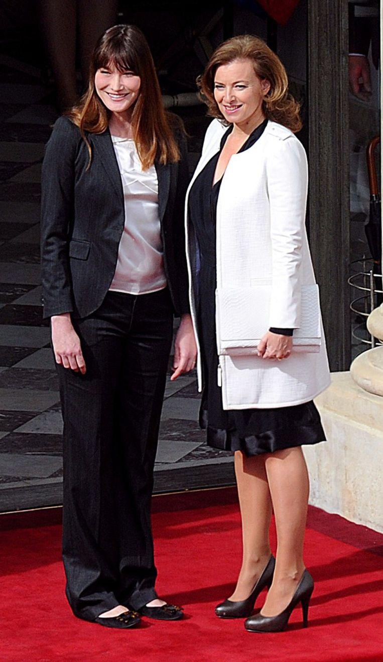 Ook de voormalige first lady Carla Bruni moet plaatsruimen voor haar opvolgster journaliste Valerie Trieweiler. Beeld AFP