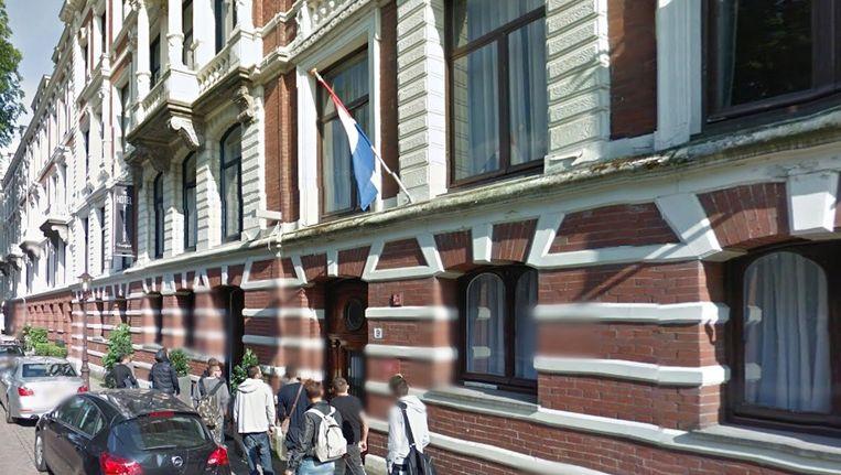 De vrouw verbleef in een hotel in de Vossiusstraat toen ze onwel werd. Beeld Google Streetview