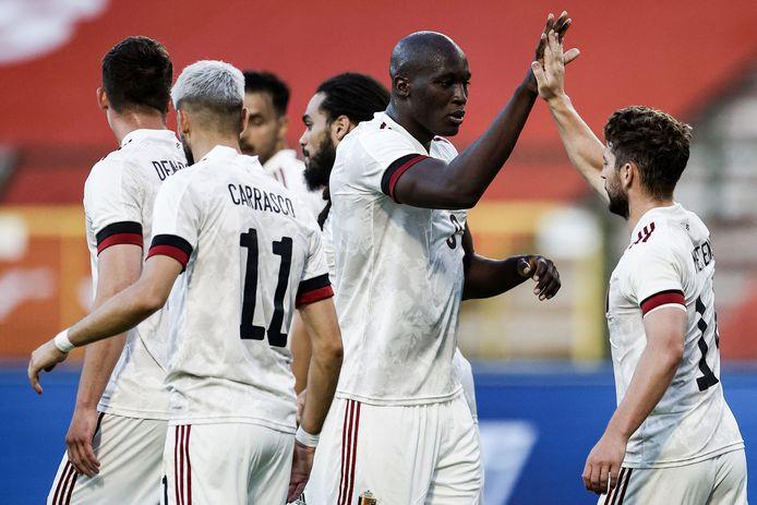 De Belgen vieren een doelpunt tijdens een oefenwedstrijd.