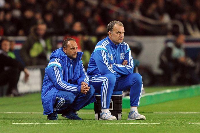 Javier Torrente, hier (links) als assistent van Marcelo Bielsa bij Marseille in 2014.