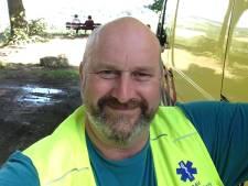 Ambulancechauffeur strijdt voor gratis zorgverzekering voor collega's
