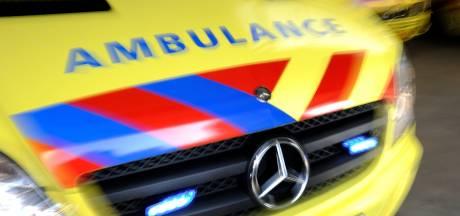 Haaksbergenaar (24) valt ambulancebroeder aan en krijgt werkstraf: 'Maar die man zat aan haar borsten!'