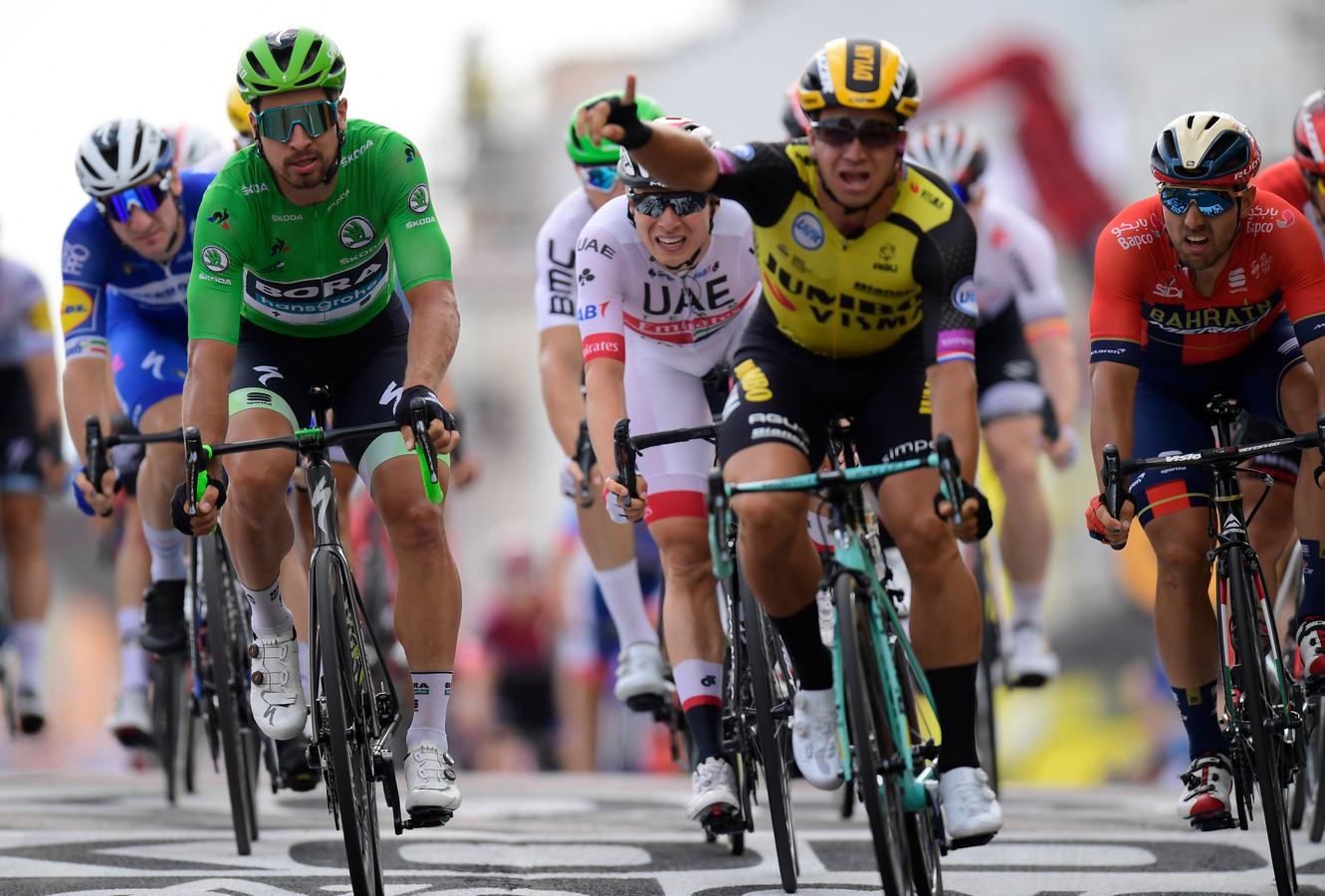Een deel van de internationale sprinttop op één foto. Slechts de naam van het Belgische talent Jasper Philipsen (in het wit) komt niet voor in de ploeg van Lezerstourdagwinnaar Jinthe Lammerink uit Wierden.