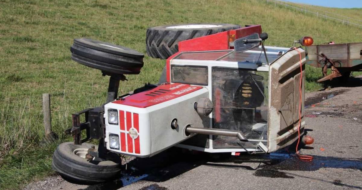 Tractor gekanteld in Kloosterzande; twee gewonden.