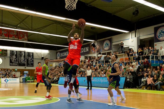 Anthony Marshall, hier eerder dit seizoen in actie tegen ZZ Leiden, was zaterdagavond in Rotterdam de topscorer van New Heroes.