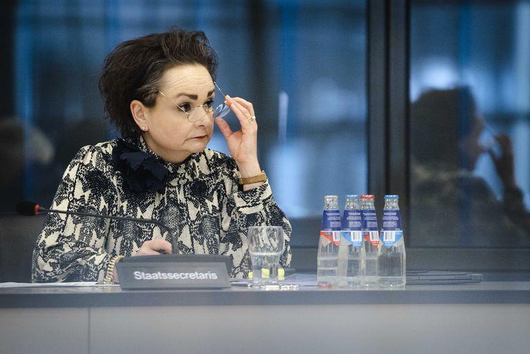 Alexandra van Huffelen, demissionair staatssecretaris van financiën, in de Tweede Kamer tijdens een algemeen overleg over de hersteloperatie kinderopvangtoeslagen.  Beeld ANP