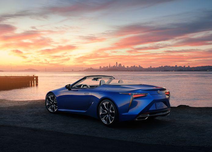 Ook de Lexus LC 500 (met V8) daalt flink in prijs. Hier zie je de komende Convertible.