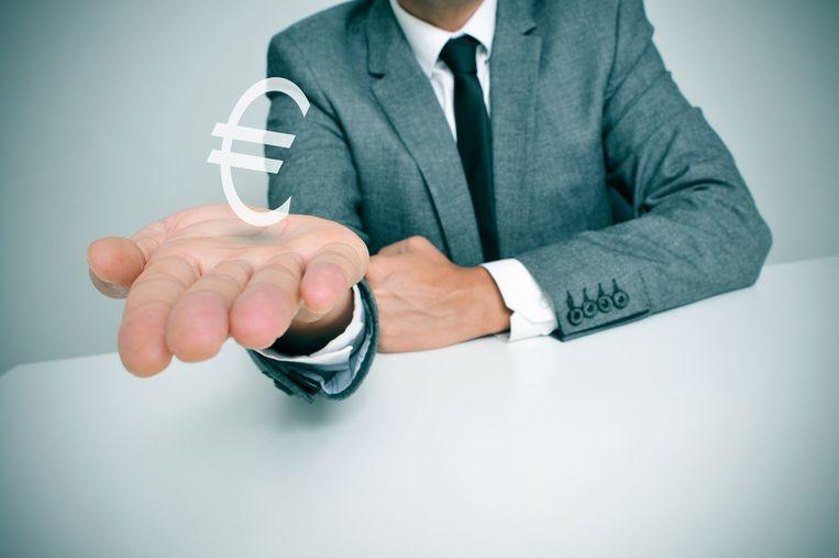 Je moet heel goed weten welk bedrag je op tafel legt tijdens een loonsonderhandeling. Beeld Shutterstock