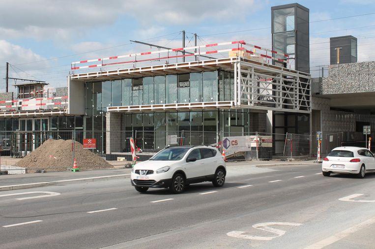 Het nieuwe stationsgebouw krijgt vorm.