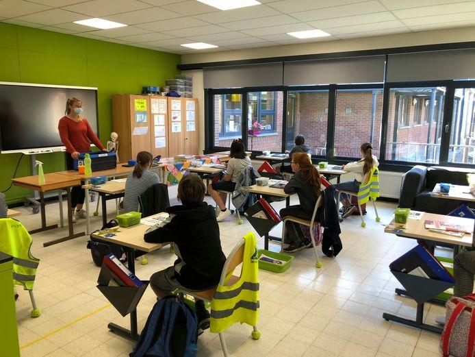In gemeenteschool Piramide in Steenokkerzeel moeten 88 kinderen tijdelijk thuis blijven.