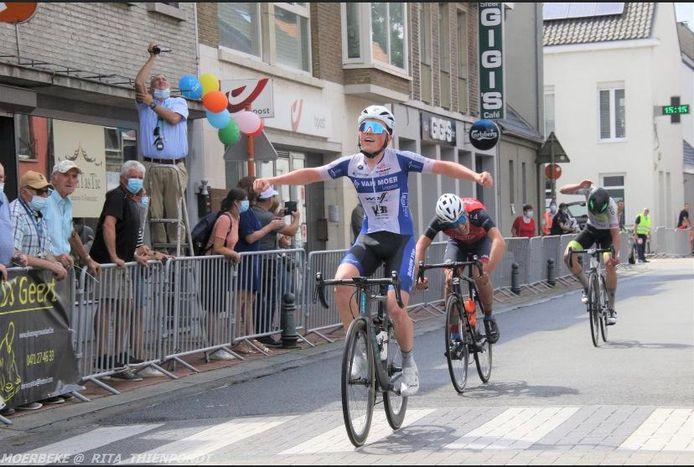 Lars Blommaert sprintte in Moerbeke-Waas sneller dan zijn drie medevluchters en won voor het eerst in vier jaar.