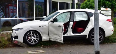 Peperdure Maserati in de prak bij ongeluk in Eindhoven, bestuurder gewond
