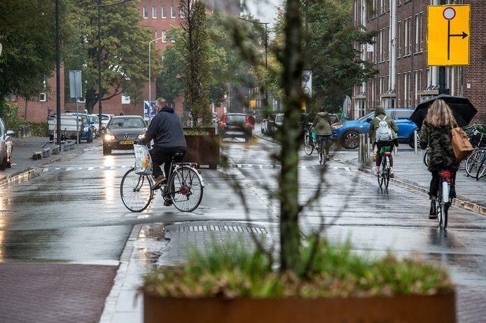 Onoverzichtelijke situaties in de Dr Struyckenstraat ter hoogte van het Dr Struyckenplein door de inrichting van de rijbanen en deze weken ook werkzaamheden.