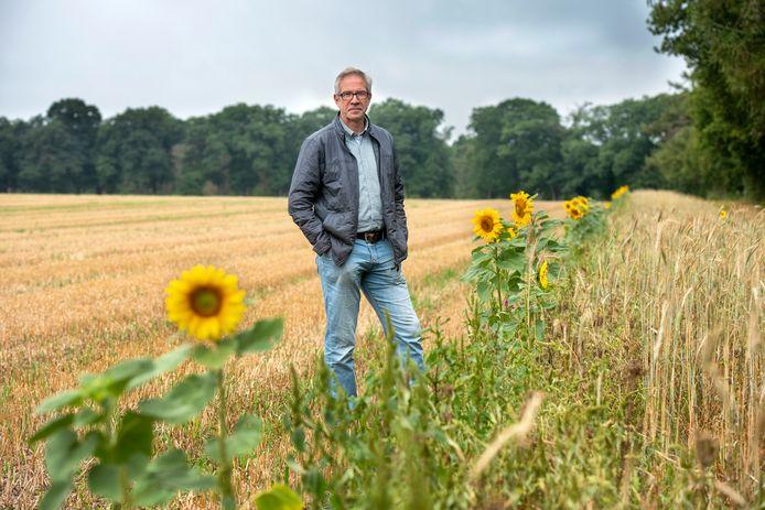 John Smits, rentmeester van Landgoed Quadenoord, op de plek waar de zonnepanelen zouden moeten komen (archieffoto 2019).