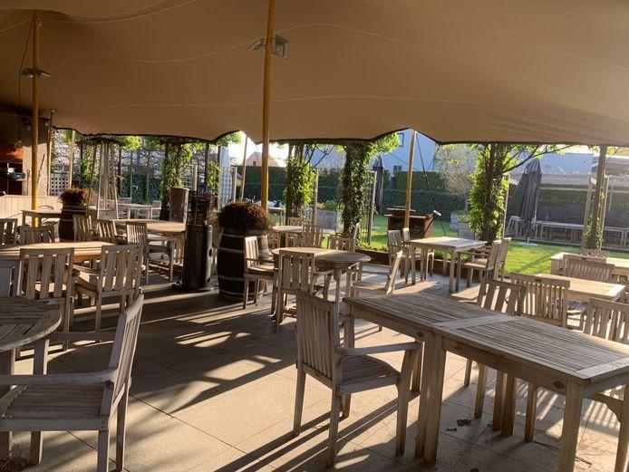 Het terras van het Hof van Heusden is klaar voor de heropening