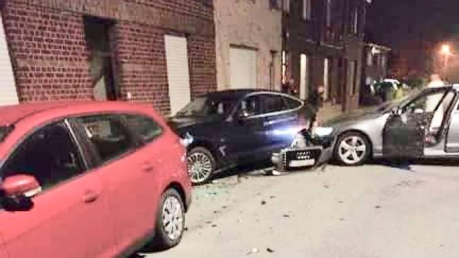 Audi knalt tegen geparkeerde wagens: zware schade maar geen gewonden