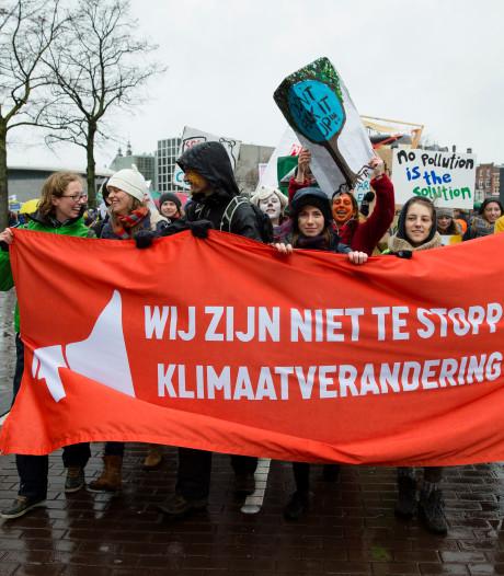 Greenpeace gaat toch actievoeren in Schiphol Plaza