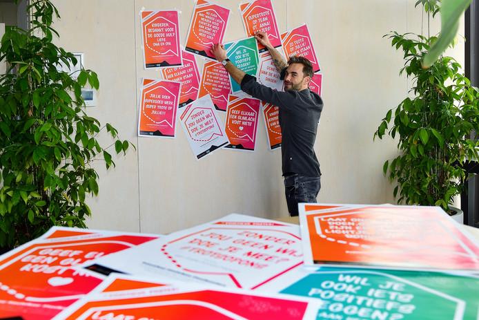 roosendaal - 20200319 - pix4profs/petervantrijen.michiel moerland van urban toolbox maakt gratis positieve posters