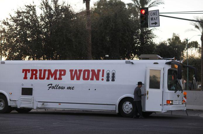 Een supportersbus van Trump in Phoenix, Arizona (archiefbeeld).