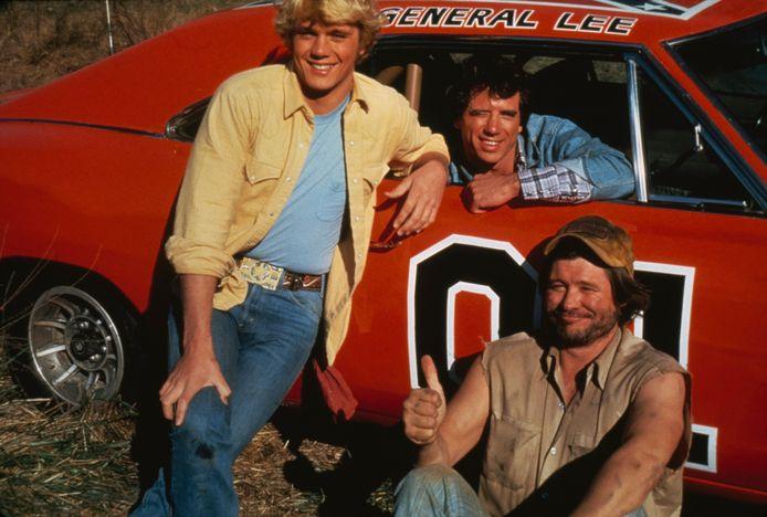 De acteurs John Schneider (links), Tom Wopat en Ben Jones als Bo Duke, Luke Duke en Cooter in de jaren 80.
