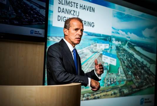 Allard Castelein, president-directeur van het Havenbedrijf Rotterdam, presenteert de cijfers.