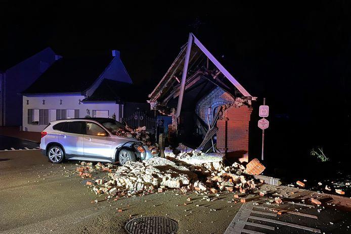 De Sint-Annakapel op het kruispunt van Katstraat en Bambruggedorp raakte zwaar beschadigd.