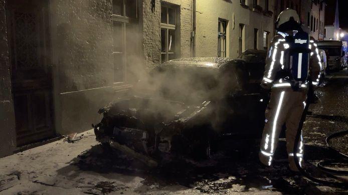 Autobrand in de Lange Raamstraat.