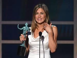 "Florence Foresti rend hommage à Jennifer Aniston et sa ""transe du téton"""