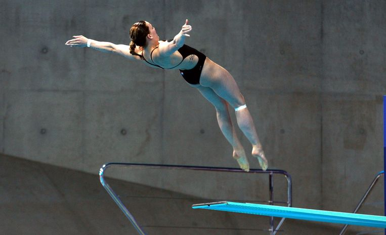 2016-05-14 20:07:25 epa05305907 Netherland's Inge Jansen in action during the Diving 3m Springboard Woman final  at the LEN European Aquatics Championships 2016 in London, Britain, 14 May 2016.  EPA/SEAN DEMPSEY Beeld Anp
