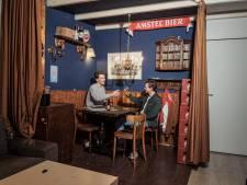 Max en James bouwden bruine kroeg bij hun thuis op driehoog: ze misten de warme gezelligheid