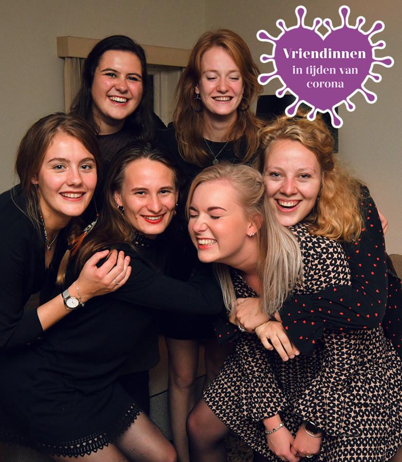 De vriendinnengroep die Tubantia de komende tijd volgt in een serie over jongeren in coronatijd. Vlnr: Anouk, Sophie, Loes, Marel, Margriet en Celeste. Ook Ank doet mee aan de serie. (foto van vóór corona)