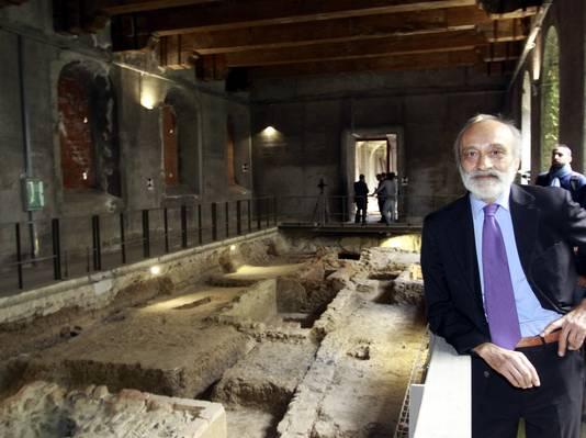 Onderzoeker Silvano Vinceti poseert voor de opgraving in het St. Ursola klooster in Florence