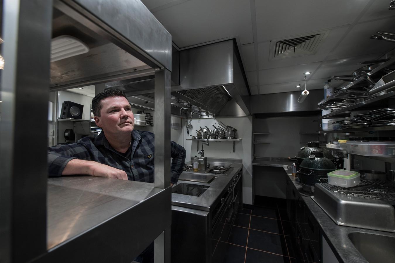Chef-kok Tonny Berendsen van restaurant De Kromme Dissel zou dit jaar feestelijk de vijftigste Michelinster in ontvangst hebben genomen, maar vanwege de coronacrisis is het restaurant gesloten.
