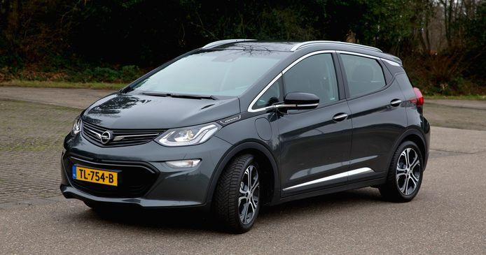 De Opel Ampera-e is eigentijds en comfortabel, maar kent ook pijnlijke missers.