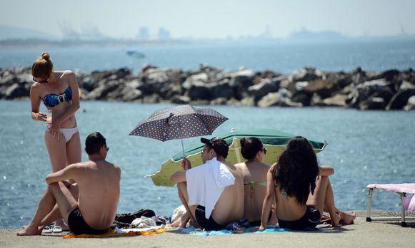 Ook op het strand van Marina di Pisa in Toscane is plastic in de ban.