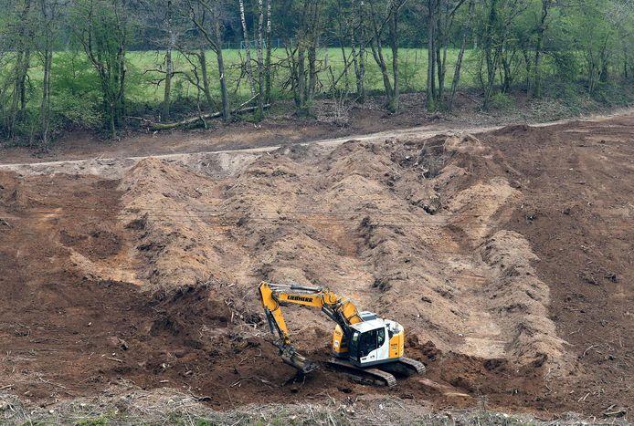 Beeld van eerdere opgravingswerken naar het meisje bij Issancourt-et-Rumel in april.