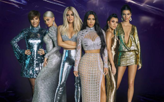 De familie van twee miljard (vlnr): Kris Jenner, Kylie Kenner, Khloé Kardashian, Kim Kardashian, Kourtney Kardashian en Kendall Jenner.