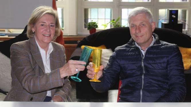 """VIDEO. Meester Gino en juf Martine uitgewuifd in De Papaver: """"We gaan onze collega's en de kinderen missen"""""""