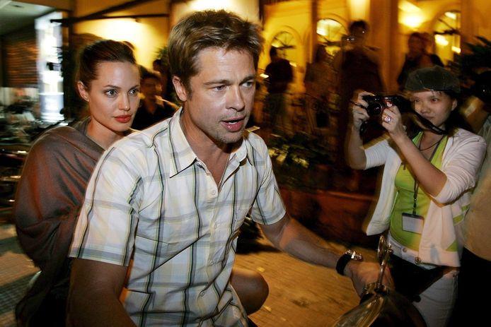 Archiefbeeld. Het toenmalige koppel Brad Pitt en Angelina Jolie werd 'gesnapt' in Ho Chi Minh City te Vietnam. (23/11/2006)
