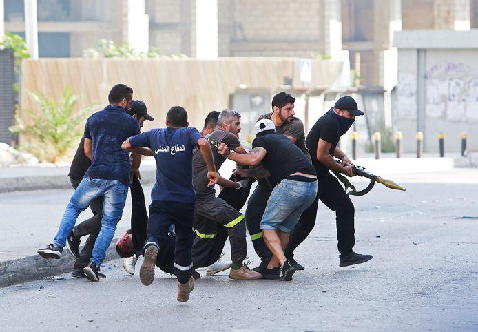 Uma manifestação na capital libanesa, Beirute, tornou-se violenta.  Pelo menos seis pessoas foram mortas e cerca de 30 manifestantes ficaram feridos.