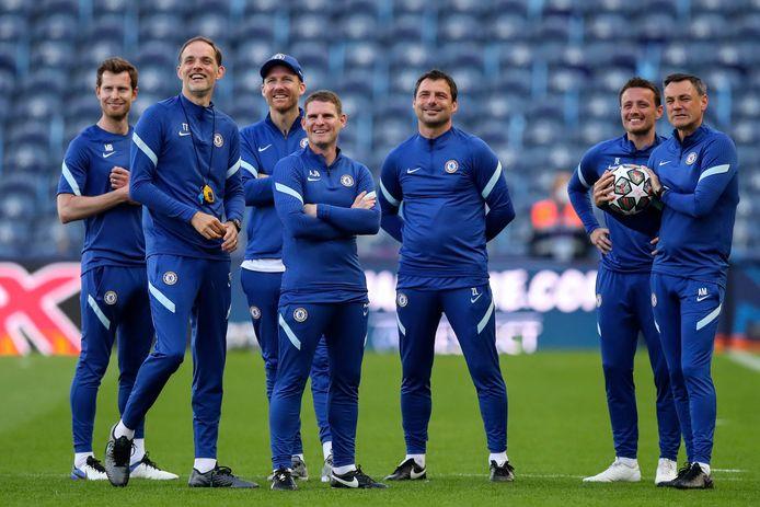 Thomas Tuchel (tweede van links) met zijn technische staf in Estádio do Dragão in Porto, waar morgen 16.500 van de 50.000 stoeltjes bezet zullen zijn.
