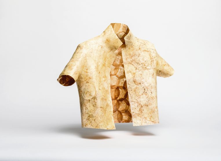MycoTEX-kleding van de Nederlandse textielkunstenares Aniela Hoitink. Beeld