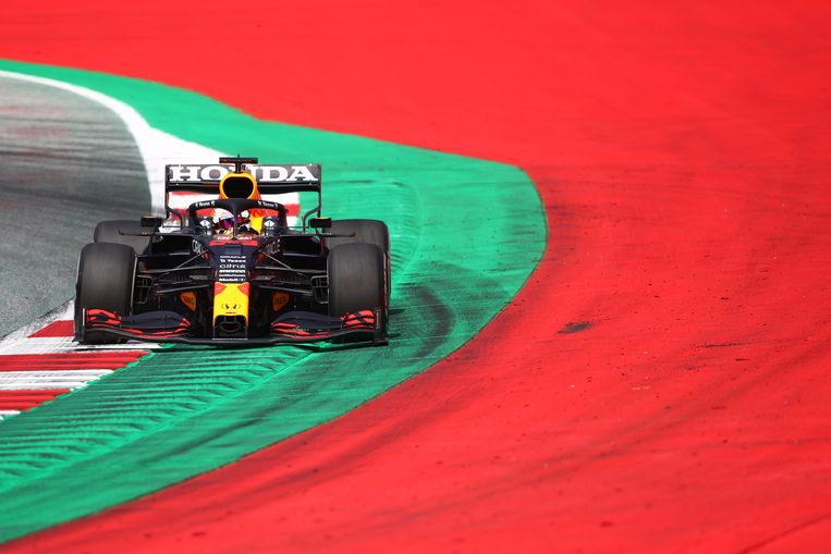 Max Verstappen test de Red Bull-bolide op 25 juni, 2021. Beeld REUTERS