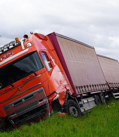 Ongeluk tussen vrachtwagen en auto in Tilburg, twee personen bekneld