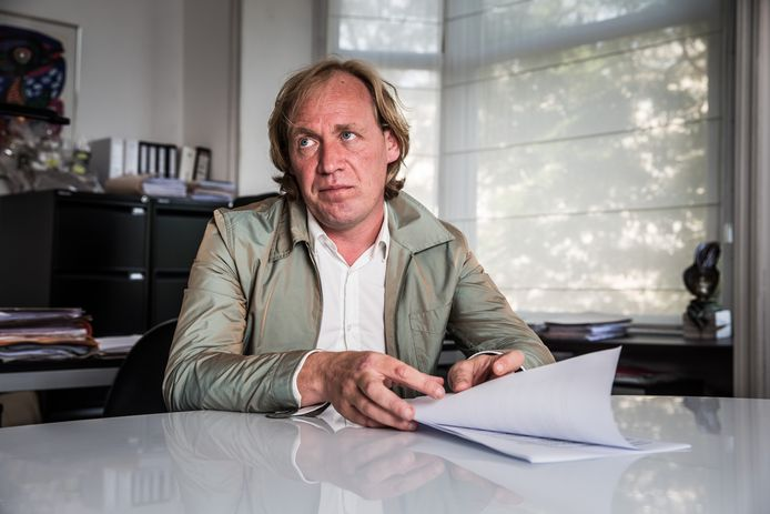 L'avocat Frank Scheerlinck photographié alors qu'il défendait E.T. en 2017