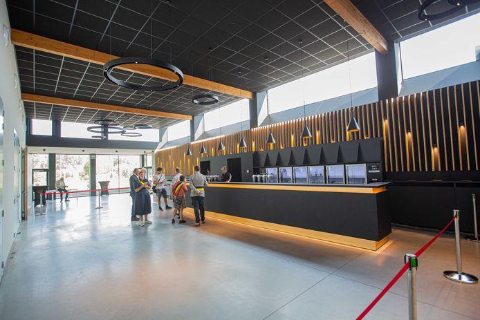 Cultuurzaal Sanderus beschikt nu over een ruime foyer met ruime bar.
