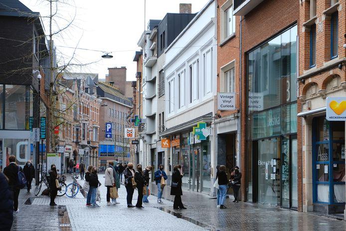Langzaam maar zeker begint Leuven weer te leven nu de horeca weer klanten mag ontvangen op het terras.